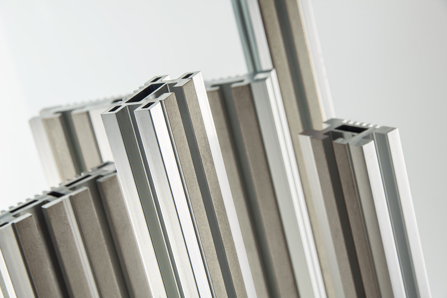 SMART-ENERGY PLUS <br> UNIVERSAL ALUMINIUM BUSBAR SYSTEMS UP TO 6300A